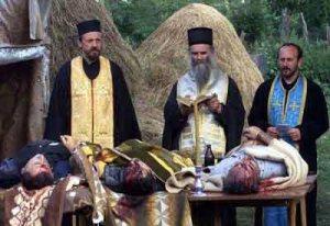 Опело тројици убијених Срба из села Бијело Поље у близини Пећи.