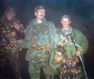 Терористи ОВК са одсеченом главом Србина.