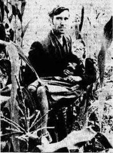 Силована српска девојчица (9 година) на рукама свог оца, Стојана Перића (1983 год.)