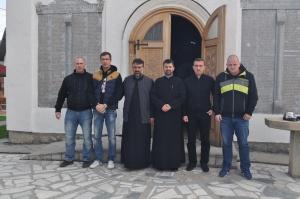 Испред цркве Светог пророка Илије у Бајиној Башти.