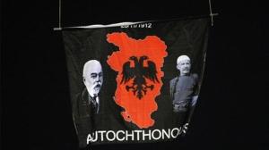 Мапа Велике Албаније,Исмаил Ћемали (лево) и Иса Бољетинац (десно) на утакмици Србија - Албанија