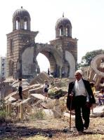 Срушена српска црква у Ђаковици.Од 1999 године срушено је око 150 цркава и манастира на КиМ, од којих чак 61 имају статус споменика културе, а од тога 18 су од изузетног значаја за државу Србију.