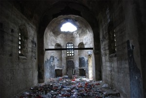 Црква Самодрежа је од стране Шиптара претворена у депонију