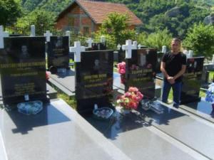 Димитрије Марковић, Покрет Реци не ЕУ , на гробу Константина Богословског (лево)